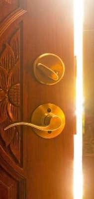 Eine Tür wird geöffnet